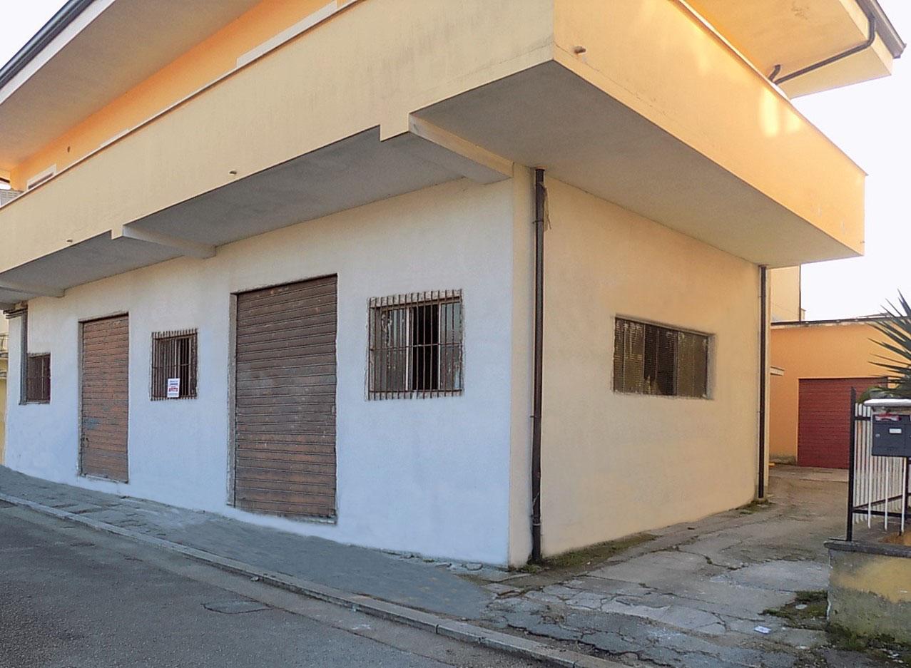 Locale commerciale in affitto ad Isola del Liri