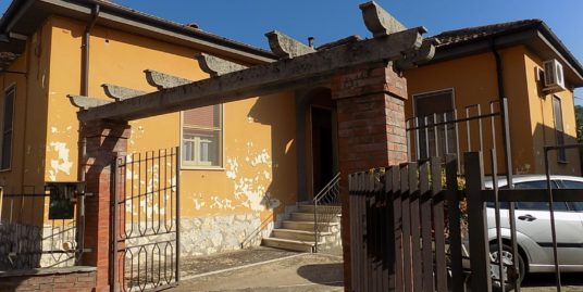 Casa singola in vendita a Isola del Liri con giardino Rif.2