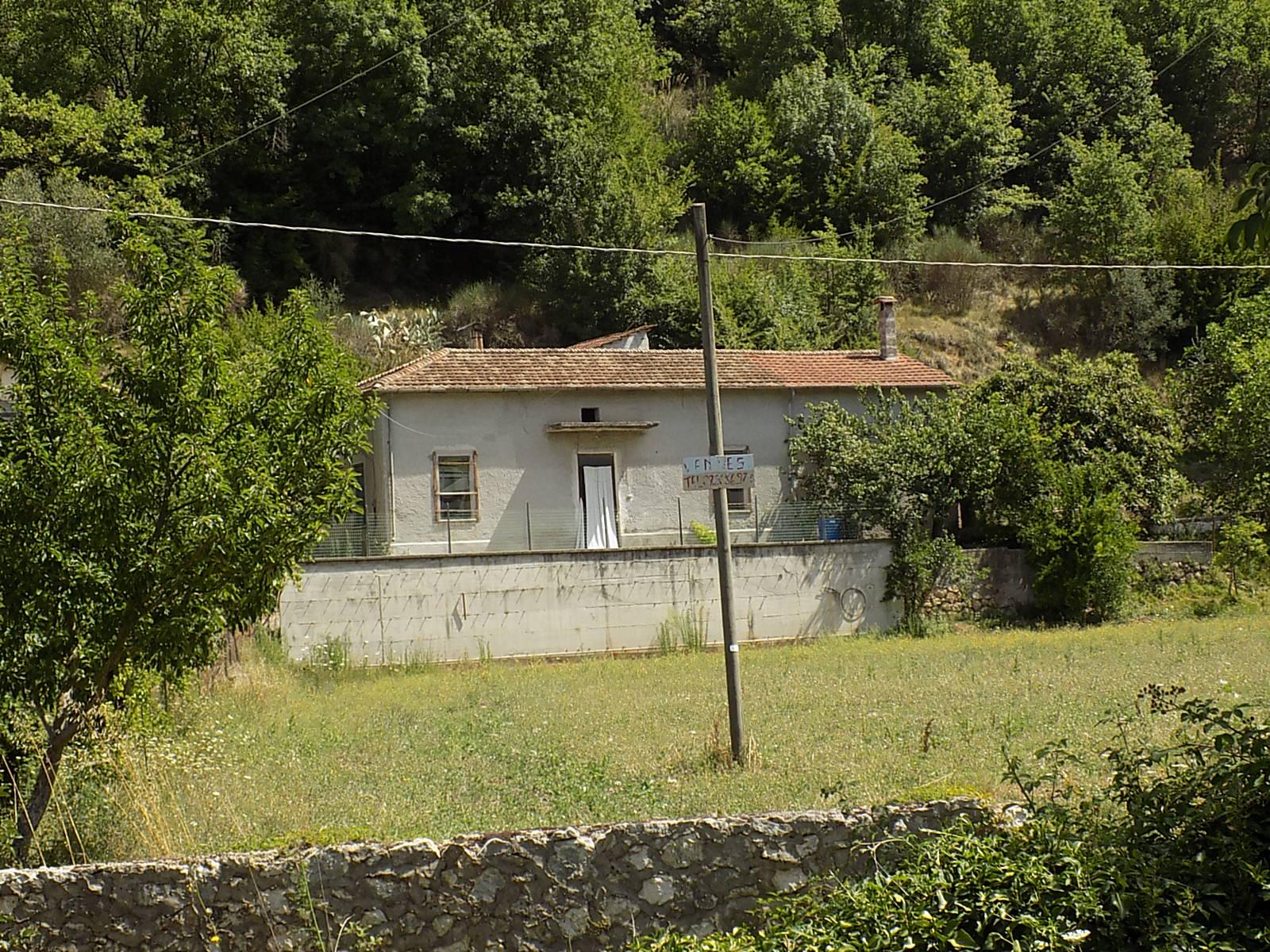 Fabbricato in vendita ad Arpino con terreno Rif.31