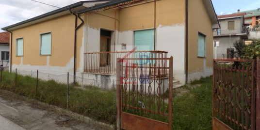 Casa indipendente in vendita a Ceprano con giardino Rif.3