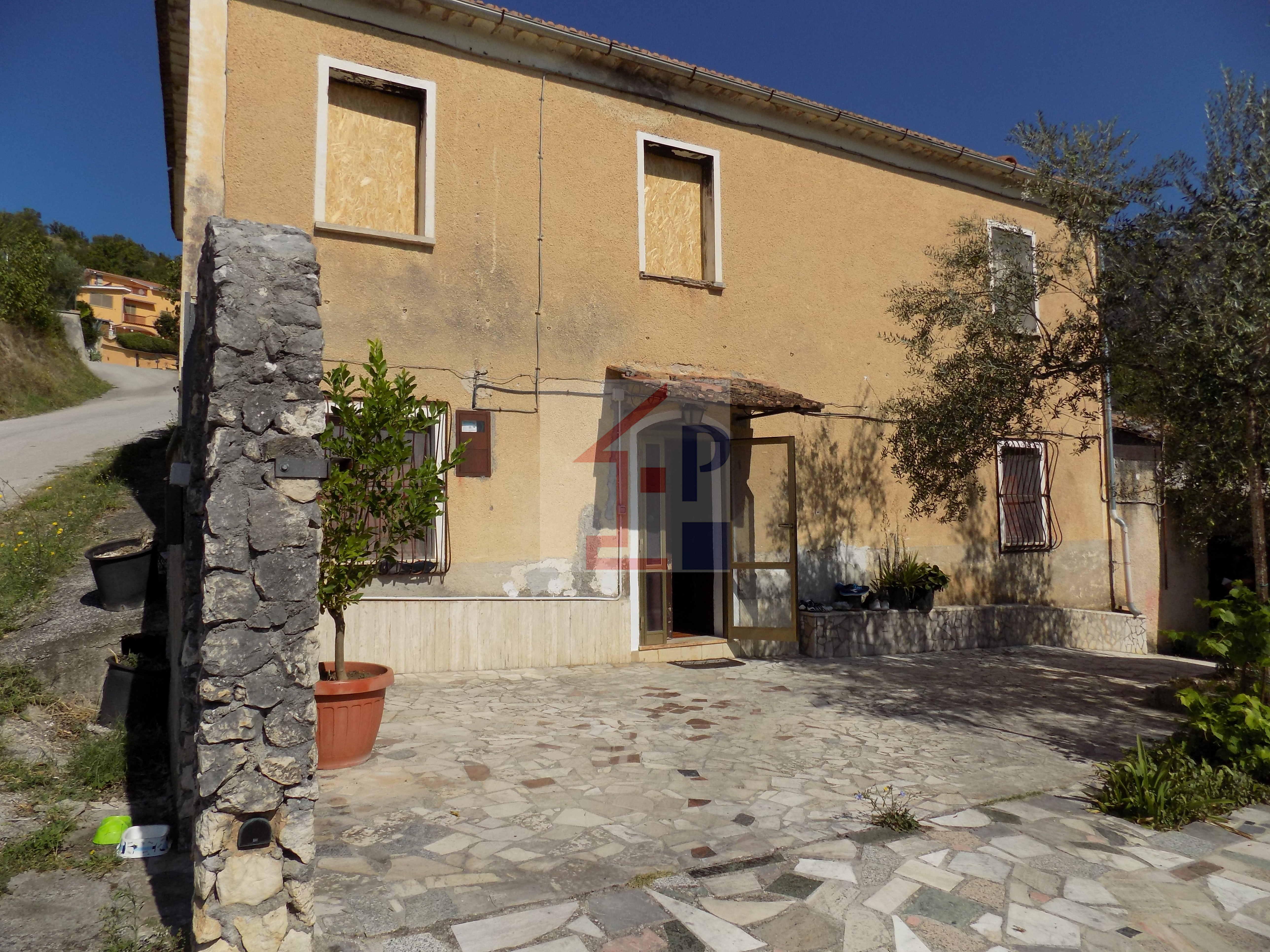 Casa indipendente in vendita ad Alvito con terreno