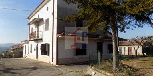 Casa semindipendente in vendita ad Isola del Liri con terreno Rif.70