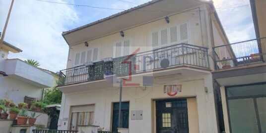Appartamento con terrazzo in vendita a Castelliri  Rif.45
