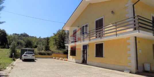 Villa in vendita ad Arpino con terreno