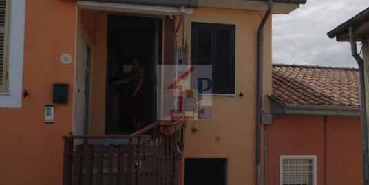 Porzione di casa in vendita a Chiaiamari Rif27