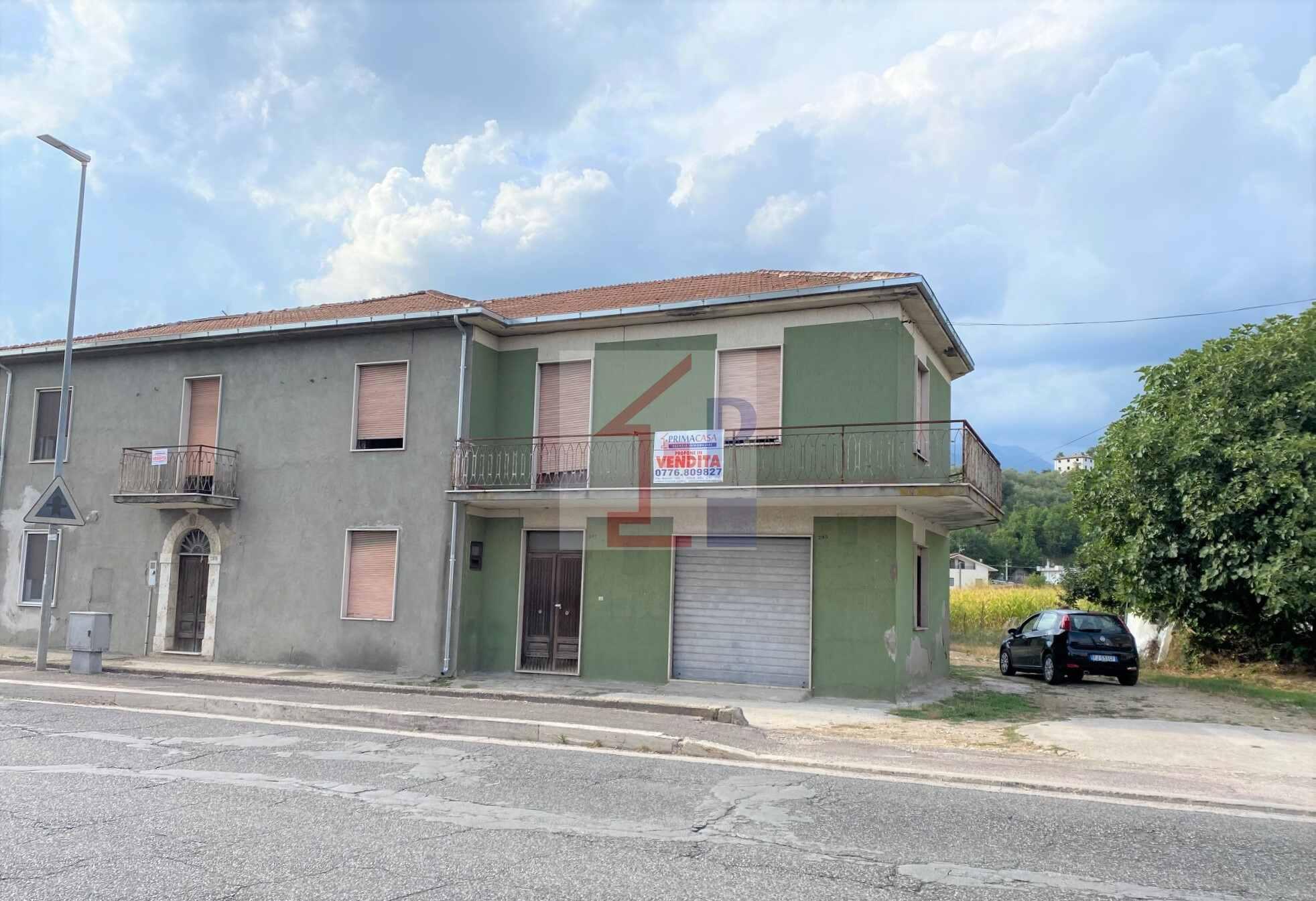 Fabbricato semindipendente con terreno in vendita ad Isola del Liri Rif.42